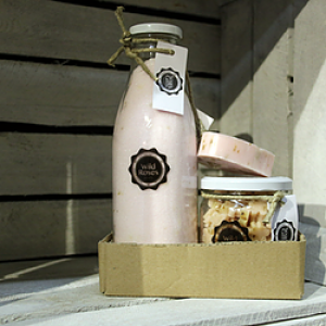 Gift set 'Wild Rose' - Glass bottle Salt Scrub 750ml, Glass pot Mini Hand Soap 450gr, 1 piece of Soap